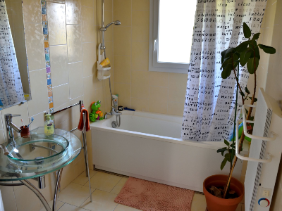 Photo 10 - Bathroom 2