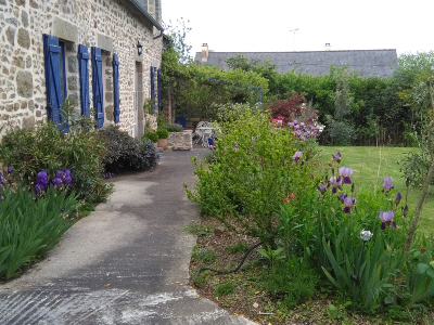 Nice small farmhouse (9 rooms - 220 sqm) in ANDOUILLE
