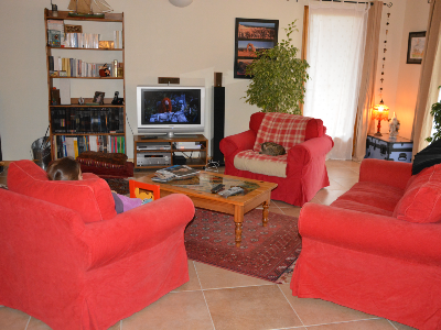 Photo 3 - Spacious living room