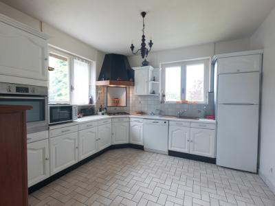 Photo 10 - Fitted kitchen